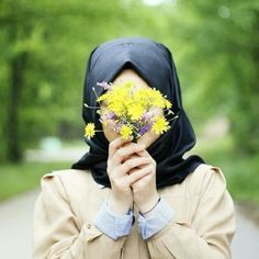Questions or queries you've had about the hijab (aka headscarf) that Muslim women wear and why! Like, is it hot? Do you ever want to take it off? When did you start wearing it and why?