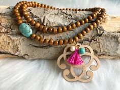 Sautoir en perle des bois avec Pendentifs sérénité en bois Turquoise Bracelet, Creations, Bracelets, Jewelry, Fantasy, Pendant, Bead, Woodwind Instrument, Jewerly