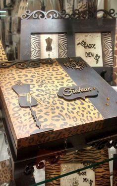 Confira as mais belas referências de caixas de MDF decoradas com diversos estilos e videos de passo a passo. Cigar Box Projects, Cigar Box Crafts, Diy Wood Projects, Decoupage Vintage, Decoupage Box, Thali Decoration Ideas, Make Up Storage, Fruit Box, Old Boxes