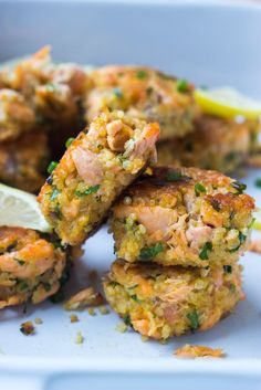 Salmon Quinoa Cakes - transform leftover salmon into these delicious super moist and tender cakes. Made with superfood quinoa and healthy salmon | littlebroken.com @littlebroken