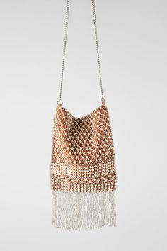 Faux pearls and beads arranged in a weave pattern on the front. Beaded fringing along the bottom. Lined interior. Height x Length x Width x x cm. Nouvelle Collection Zara, Fringe Crossbody Bag, Latest Bags, Zara Bags, Macrame Bag, Beaded Bags, Color Rosa, Beading Patterns, Pearl Pendant