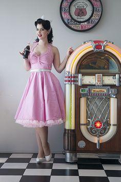 Mavis & Bob Grace Dress - Miss Victory Violet Looks Rockabilly, Rockabilly Mode, Rockabilly Outfits, Rockabilly Fashion, Retro Fashion, Vintage Fashion, Pin Up Vintage, Vintage Mode, Retro Pin Up