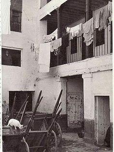 Patio de la posada del Pilar del Toro en la calle Elvira. Granada, 1955. Torres Molina/Archivo de IDEAL