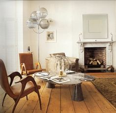 i'm a sucker for great wood floors, plenty of sunlight, white walls and a mix of rustic and modern furnishings.