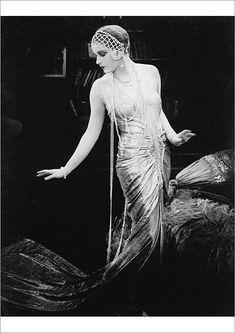 Lili Damita in the Austrian silent film Das Spielzeug von Paris (English: Red Heels), directed by Michael Curtiz, Belle Epoque, Vintage Hollywood, Hollywood Glamour, Classic Hollywood, Vintage Glamour, Vintage Beauty, 1920s Glamour, Vintage Mode, Vintage Ladies