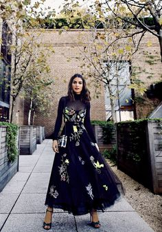 SPFW Look: Black dress with embroidery Elegant Dresses For Women, Stylish Dresses, Modest Fashion, Fashion Dresses, Stylish Dress Designs, Western Dresses, Looks Cool, Trends, Beautiful Gowns
