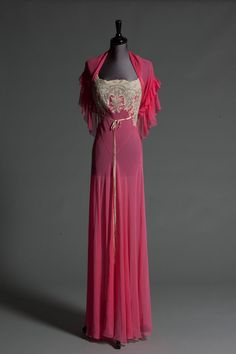 Wallis Simpson Auction: pink chiffon nightdress with matching capelet, from the late 1940s to early 1950s.