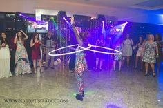 Atração circo Bambolê led em evento festa de fim de ano empresarial da Plural Saude. Iate Clube Icarai, Niteroi, Rio de Janeiro. Contate-nos humorecirco@gmail.com (11) 97319 0871 (21) 99709 6864 (73) 99161 9861 whatsapp. Shows, Led, Humor, Concert, Giant Bubbles, Yacht Club, Rio De Janeiro, Party, Corporate Events