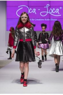 OCA-LOCA www.momolo.com publica looks y etiquétanos  hashtag #momolo Upload your look or send  momolo@momolo.com #quelespongo  #mommyandme  #streetstyle #kids #fashion #kidsstyle #fashionkids #momolo #modainfantil #niños #childrenswear #children #enfantstreetstyle #coolkids #kidsfashion #instakids #streetstylekids #kidswear #childrens #baby #babykids #toddlerfashion #modaniños #tendencias #moda #kidzfashion #kidsmodels
