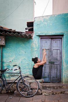streetside yoga, mysore india, with Selva Mariana Alegre