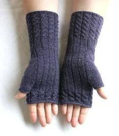 Chic in Strick: Fetching - Stulpen - Knitting Ideas Fingerless Gloves Knitted, Free Knitting, Knitting Patterns, Crochet Ideas, Wrist Warmers, Hand Warmers, Crochet Scarves, Scarf Patterns, Knit Patterns