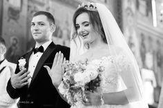 Wedding photos ideas posing Fotograf de nunta botez  Mihai Nicoara Cluj Napoca Suceava Romania Sedinte foto Evenimente private Bride Groom, Wedding Bride, Wedding Day, Wedding Dresses, Groom Poses, Photo Sessions, Wedding Photography, Ideas, Fashion