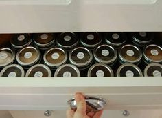 Organizing a spice drawer with spice jars with clear tops and magnetic bottoms. Spice Rack Pantry, Drawer Spice Rack, Door Spice Rack, Spice Rack Storage, Spice Organization, Spice Jars, Organizing, Storing Spices, Organize Spices