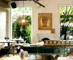 Acontraluz, mediterranean restaurant, Barcelona. Precioso e ideal para una comida de trabajo.