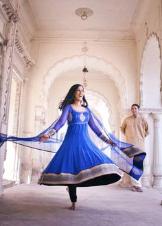 Simple and bluuuue! :) --- Photo by: Vijay Easam #indian #wedding