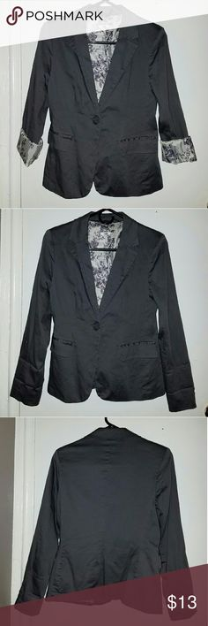 One-button blazer New without tag, Gray blazer from papaya clothing, size M, never used, two front pockets Jackets & Coats Blazers