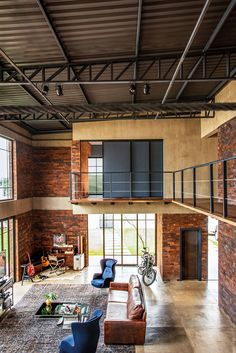 We Love 😍 Loft Industrial Editorial Director: Theodoros Balopoulos by Adriana Giacometti Loft Estilo Industrial, Industrial Interior Design, Industrial Interiors, Industrial House, Industrial Loft Apartment, Industrial Architecture, Architecture Design, Warehouse Living, Warehouse Home