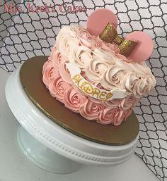 Diy kids birthday cake minnie mouse 37 New ideas Minni Mouse Cake, Minnie Mouse Birthday Cakes, Minnie Mouse Theme, Mickey Birthday, 2nd Birthday, Bolo Minnie, Minnie Cake, Mickey Cakes, Girl Birthday Themes