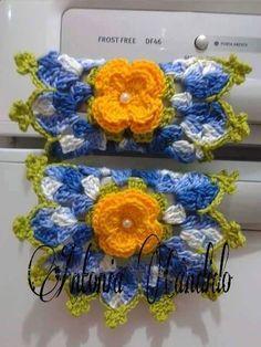 Tissue Box Covers, Tissue Boxes, Crochet Flower Patterns, Crochet Flowers, Love Crochet, Crochet Baby, Crochet Kitchen, Leis, Mug Rugs