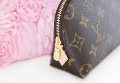 Image shared by Pia Kristina. Find images and videos about luxury, Louis Vuitton and style inspo on We Heart It - the app to get lost in what you love. Louis Vuitton Makeup Bag, Pochette Louis Vuitton, Louis Vuitton Speedy Bag, Louis Vuitton Monogram, Lv Handbags, Designer Handbags, Beautiful Bags, My Bags, My Style