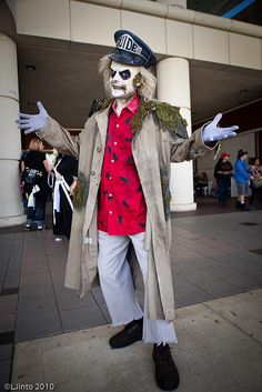 Beetlejuice Cosplayed by ? Photographed by LJInto Source: ACParadise Halloween Costumes Scarecrow, Beetlejuice Halloween, Halloween Costume Contest, Creative Halloween Costumes, Halloween Cosplay, Cool Costumes, Adult Costumes, Cosplay Costumes, Halloween Party