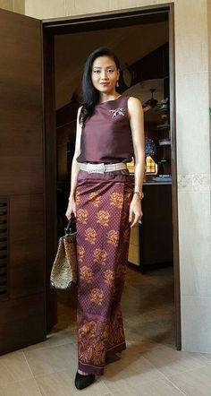 37 Ideas dress simple batik for 2019 Prom Dresses Blue, Trendy Dresses, Nice Dresses, Dresses For Work, Winter Dress Outfits, Casual Dress Outfits, Thai Traditional Dress, Traditional Outfits, Batik Dress