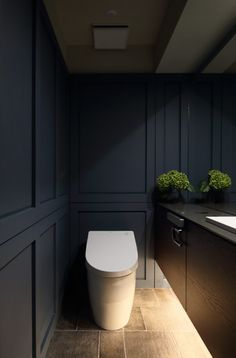 毎日使うトイレだからこそ、こだわりたいですね。限られたスペースだからこそ、「いかにディテールにこだわるか」が重要に。リフォームでかっこいいトイレに生まれ変わった実例をご紹介しています。