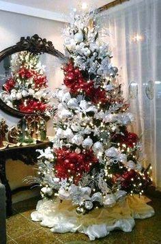 Creative Christmas Trees, Beautiful Christmas Trees, Holiday Tree, Christmas Art, Christmas Tree Decorations, Christmas Lights, Christmas Holidays, Christmas Wreaths, Christmas Ornaments