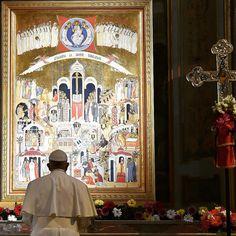 Oh Señor, infunde tu misericordia sobre la humanidad; renueva tu Iglesia, protege a los cristianos perseguidos, concede pronto la paz al mundo entero.   Papa Francisco.