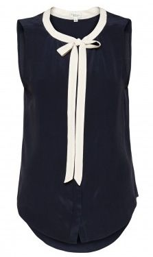 navy blouse with white skinnies and neutral sandals
