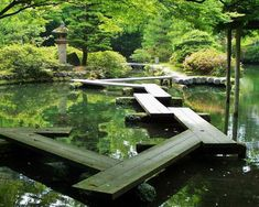 A temple garden bridge in Kanazawa, Japan. The zigzags are to keep evil spirits… Japanese Architecture, Landscape Architecture, Landscape Design, Garden Design, Diy Balkon, Temple Gardens, Design Jardin, Fine Gardening, Garden Bridge