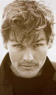 How can I sleep with your voice in my head ...   Morten Harket lead vocal's A-HA