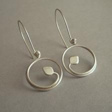 …Delicate and whimsical, yet completely modern… Brushed (matte finish) sterling vines and leaves wrap around themselves, forming small hoops dangl… ! Wire Wrapped Jewelry, Metal Jewelry, Jewelry Art, Gold Jewelry, Jewelery, Jewelry Design, Jewelry Ideas, Silver Bracelets, Diamond Jewelry