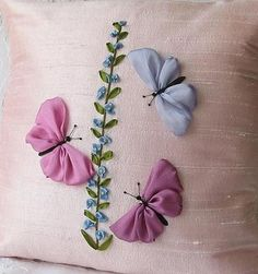Wonderful Ribbon Embroidery Flowers by Hand Ideas. Enchanting Ribbon Embroidery Flowers by Hand Ideas. Ribbon Embroidery Tutorial, Silk Ribbon Embroidery, Beaded Embroidery, Embroidery Stitches, Embroidery Patterns, Hand Embroidery, Ribbon Art, Ribbon Crafts, Band Kunst