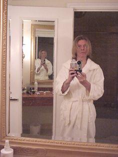 The inevitable David-Bowie-in-a-bathrobe-selfie. Like we all saw that one coming. David Bowie, Celebrity Selfies, The Thin White Duke, Goblin King, Major Tom, Ziggy Stardust, David Jones, Rock N Roll, My Idol