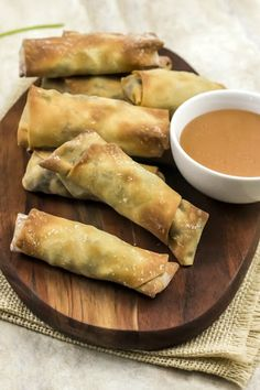 Weight Watchers Mexican Spring roll 1 WW Freestyle Smart Points Per Serving Spring Rolls are flavorful tasty snacks and only have 1 Freestyle SmartPoint per spring roll. Perfect for dinner or an appetizer. Weight Watchers Appetizers, Weight Watcher Dinners, Weight Watchers Chicken, Weight Watchers Food, Wieght Watchers, Skinny Recipes, Ww Recipes, Mexican Food Recipes, Cooking Recipes