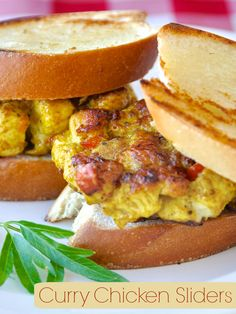 These easy but delicious chicken sliders are perfect finger food for parties or make them larger as incredibly tasty chicken burgers. Makes for something a little differently delicious at your Superbowl party too Appetizer Sandwiches, Appetizer Recipes, Dinner Recipes, Chicken Sliders, Rock Recipes, Best Party Food, Party Finger Foods, Good Burger, Game Day Food