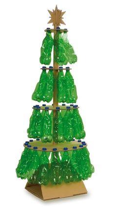Árbol de Navidad con botellas de plástico