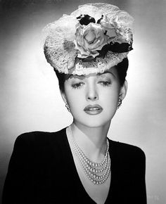 Actress Martha Vickers looking nothing short of stunningly beautiful in a marvelous 1940s flower adorned tilt hat. #vintage #1940s #hats #fashion