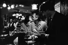 French kiss – A love letter to Paris (by Peter Turnley)