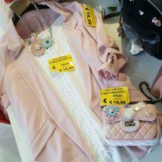 #pinkisthenewblack  #giacca 19euro #maglina 15euro #collana 18euro #borsa 19euro #saldienews #wow aperto fino alle 20.00