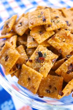 Fire Crackerz {Football Friday} cup canola oil 1 package Ranch dressing mix tsp red pepper flakes 1 box Cheez-Its . In a large bowl, mix together all ingredients. Spread crackers on large rimmed baking sheet. Bake for minutes, stirring halfway through. Finger Food Appetizers, Yummy Appetizers, Appetizers For Party, Yummy Snacks, Appetizer Recipes, Snack Recipes, Yummy Food, Easy Recipes, Salty Snacks
