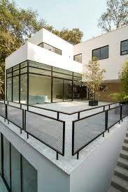 variantes pas cher pour choisir la balustrade ext rieure jolie maison ext rieur et jolies. Black Bedroom Furniture Sets. Home Design Ideas