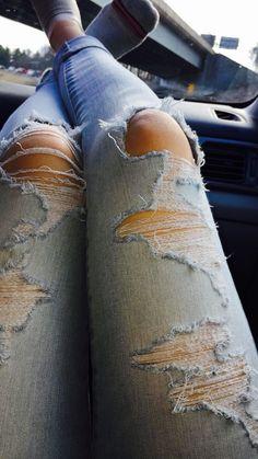 ripped jeans Cute Girl Poses, Girl Photo Poses, Tumblr Photography, Girl Photography Poses, Cool Girl Pictures, Girl Photos, Profile Pictures Instagram, Fake Photo, Photos Tumblr