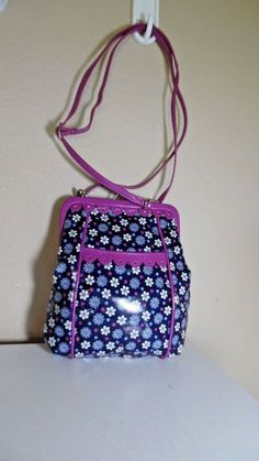 d2503001 VERA BRADLEY FRILL HOTSY TOTSY BOYSENBERRY CROSS BODY BAG PREOWNED GOOD COND
