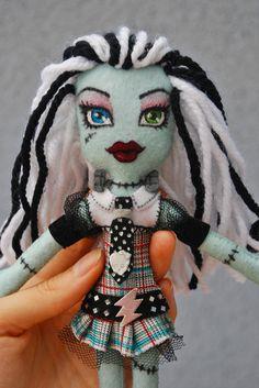 Muñeca fieltro.  Monster High. Frankie.