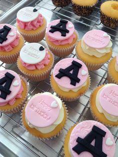 Paris cupcakes www.breezyscakes.com.au