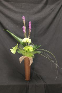 Form linear hand tied in a vase