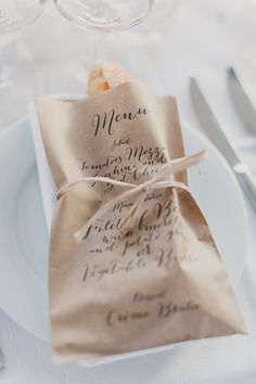 Menu Design Ideas A printed menu bag that also holds the bread. Photo Source: style me pretty. A printed menu bag that also holds the bread. Photo Source: style me pretty. Wedding Menu, Wedding Table, Destination Wedding, Dream Wedding, Wedding Foods, Wedding Catering, Paris Wedding, Wedding Bag, Catering Menu