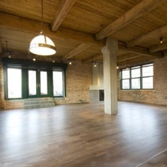 chicago loft, I've always thought it would be fun to live on a place like this for a year or two....maybe in my next life